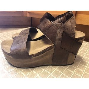 Pierre Dumas Brown Platform Wedges
